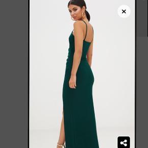 Sælger denne grønne galla kjole i str 4 (xs/s) fra Pretty Little Thing, da jeg endte med at købe en anden, og den har derfor aldrig været brugt🌼