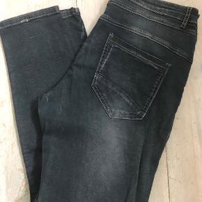 Jeans, brugt en gang.