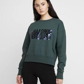 Hejsa denne flotte sweatshirt fra madsnørrrgard er næsten ny. Skriv for ingo billeder eller forhandling af pris tak✨