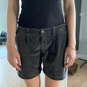 Kosmika shorts