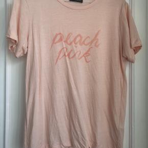 Superfin t-shirt i rigtig god stand. Brugt maks 3 gange. Er lige blevet vasket til salg.