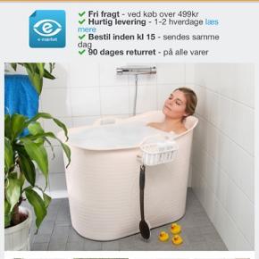Voksent transportabelt plastik badekar. Fantastisk i vinter perioden, har haft det intet år, så det er kun brugt begrænset antal gange. Badekaret er i farven sort og fungerer intakt.