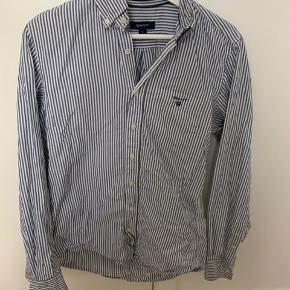 Perfekt marineblå sommerskjorte fra Gant