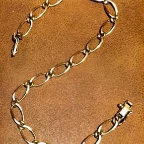Det smukkeste armbånd i 18 karat Guld med sikkerhedslås . Udført i ovale led Stemplet 18  karat  Længde 20,5 CM Handler via fremmøde mobilepay bank