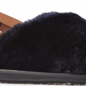 Næsten nye Marni Fussbett Fur sandaler. Brugt få gange. Æske og stofposer medfølger, samt kvittering.