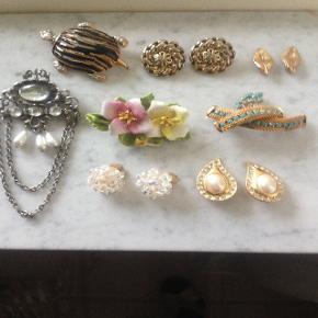 Smykker fra 60'erne. 4 stk. brocher samt 4 par øreclips. Forsendelse er incl. i prisen. Betaling med mobilepay.