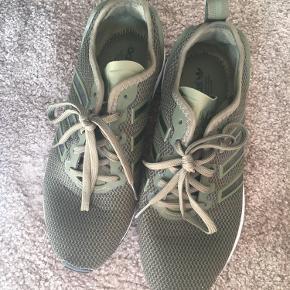 Aldrig brugt Adidas sneakers i den flotte grønne farve. Kan ikke længere købes  Se også mine andre annoncer