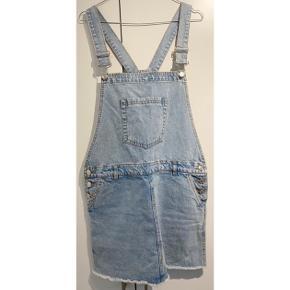 Lækker denim kjole fra Mango 💙   - str. small - næsten som ny - med smæk - knapper i siderne   Nypris 349,-   Sælger billigt ud og giver gerne mængderabat 🤍   #trendsalesfund #secondchancesummer