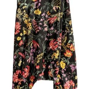 💛Sælger denne super fine nederdel fra h&m, med mønster, i en str.38, og i fin stand💛  #secondchancesunday