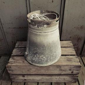 Flot gammel zinkspand/lampe m/ledning+fatning, cool som spisebordslampe. H: 37cm Ø: 37cm
