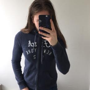 Abercrombie trøje med hætte, str. Small Ny pris: 750