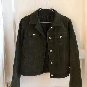 Helt ny mørkegrøn/armygrøn jakke fra Meotine