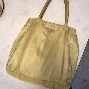 Smukkeste taske, sælger kun begrund af pengemangel! Håber den nye ejer bliver så glad som jeg har været! Den mest perfekt taske.   Sender gerne flere billeder - og bud er også velkomne!