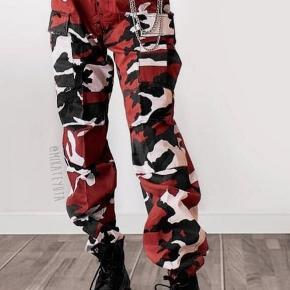Sælger disse røde Camo bukser i str small