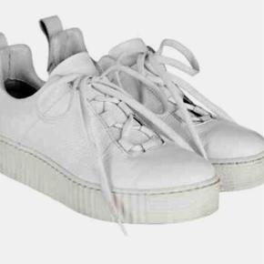 Sneakers Farve: HVID Oprindelig købspris: 1000 kr.