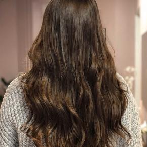 Ægte hår clip on extensions fra Rapunzel of sweden. Brugt få gange, er klippet til i spidserne 🌸  - 65 cm  - kan krølles, glattes, vaskes og farves som dit eget hår  - 100 gram  Np er 1500, mp 400 kr. Fejler intet🌸