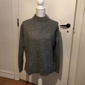 Sweater XS. & Other Stories  Brugt få gange. God stand.