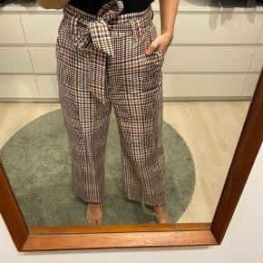 Ankel korte bukser fra H&M, str 38.