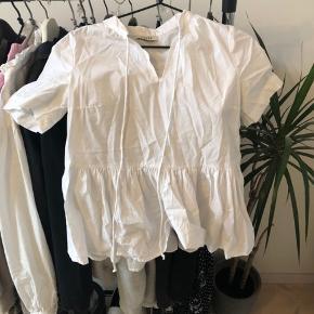 Stoffet er som en skjorte, mega blød og fin specielt til sommer🤩