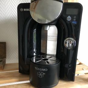 Tassimo i rigtig god stand. Der medfølger en del kapsler med både kaffe, the og kakao