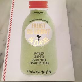 """""""Frugt og grønt på flaske"""" af Fern Green. Så god som ny - har kun bladret ganske lidt i den ☺️"""
