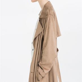 Varetype: Vidunderlig frakke Farve: Camel  Utrolig lækker frakke, et et ruskindlign. materiale.  Efterår 2016 - Brugt 1 gang   Kan også passe af en str. small
