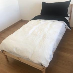 IKEA lits simples avec matelas presque neuf Matelas ressorts ensachés, ferme, gris foncé, 90x200 cm excellent comme neuf