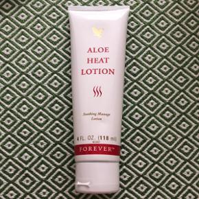 Aloe heat lotion. Træt i kroppen? Prøv aloe heat lotion. Skøn massagelotion med aloe vera, der gør huden blød og glat. Dufter frisk af pebermynte. Varmecreme effekt. 1 stk. tilbage