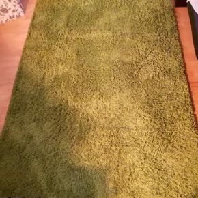Hampen shaggy ikea tæppe i olivengrøn farve i god stand.133x195cm  Bemærk jeg sælger en til bare med andre mål.