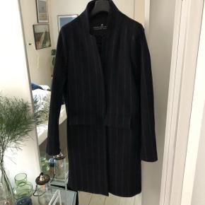 Sælger denne fine vinterjakke fra Designers RemixNypris: 3400 kr. Passes også af en str. 36-38