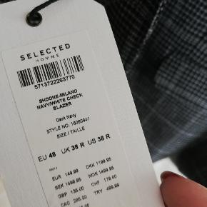Købt til konfirmation men aldrig brugt. Til manden som vil skille sig ud fra sorte, blå, grå jakkesæt  Passer også en lille Large