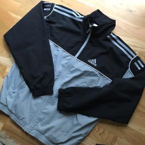 Vintage Adidas tracksuit jakke  Fitter str s/m (kommer an på det ønskede fit) Fejler intet  Mp 170kr for jakken