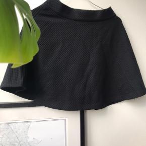 Smuk, stilren nederdel fra Envii ✨  Tjek også mine andre annoncer. Jeg giver gerne mængderabat, hvis du køber 2 eller flere varer 🦩🌸🍋