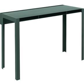 Meget fint Nomess Copenhagen skrivebord/konsolbord. Ca. et halvt år gammelt. Har lidt skrammer og det ene ben er en lille smule skævt, men står ellers meget flot. Skal afhentes på Nørrebro. Nypris var 3.999,- BYD