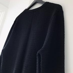 Lækker Bruun & Stensgaard bluse Str. L 50% Laine Uld 50% Akryl  Brugt 2-3 gange, vasket efter kunstens regler, med neutral uld & silke vaskemiddel på uld program 30grader.