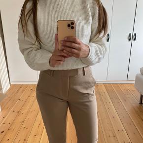 Sweater er en størrelse M, men jeg synes, at svarer til en str. XS 🤍