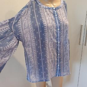 Vince Camuto bluse