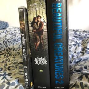 De to første bøger i Beautiful Creatures-serien af Kami Garcia og Margaret Stohl + filmatiseringen af den første bog fra 2013. Stormvind og Mørke i hardback. Læst en enkelt gang men ellers har de stået sikkert på hylden, ingen æselører eller pletter, fra røgfrit hjem :)
