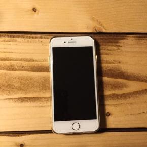 IPhone 7 med 128 GB sælges. Har været brugt i ca. Et halvt år.  Panser glas foran, cover og finger grip som kun lige nåede at blive sat på (helt ny). Fejler intet.