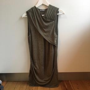 Udsolgt og populær Zara kjole💚  Kan sendes eller afhentes på 2000 Frederiksberg