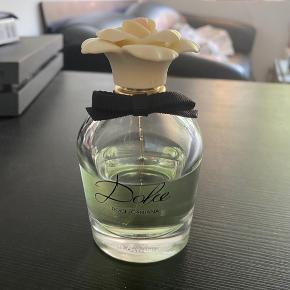 Dolce parfume fra Dolce and Gabbana.  75 ml. ca. 50 ml. tilbage.  50 ml. koster 640 kr. fra ny, i Matas.  #Secondchancesummer