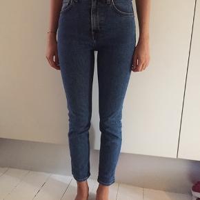 Velholdte jeans str 25 fra weekday - sælges for minimum 175 incl - kan ses Kbh K, Ballerup og Tisvilde