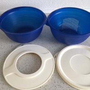 Tupperware skål med si, Bake to basics røreskål 3,5 L inkl alm låg + låg til brug under piskning,  brugt, 100kr 😊  6700 Esbjerg 😊  Sender ikke 😊