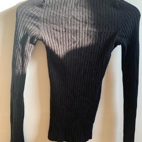 Sød sort sweater fra Gina tricot med ballon ærmer. Aldrig brugt!🖤
