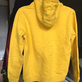 Super fin gul hoodie  Ingen tegn på brug Flere billeder haves  Pris uden porto