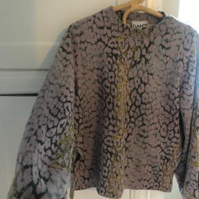 Sælger denne skønne Ganni trøje da jeg desværre ikke får den brugt:(( sælges ved rette bud np. 1200