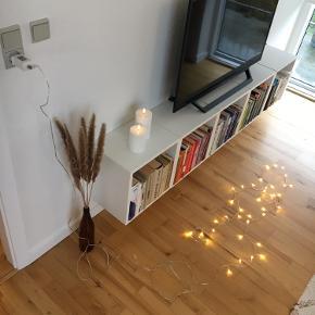 Lang lyskæde til stikkontakt. Den del af ledningen med lys måler 270 cm, men der er også en del ledning uden lys, som det kan ses på billederne :) Kan afhentes i Århus N