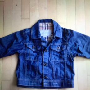 Str 98 Aldrig brugt super fon jakke fra Burberry Fra dyrefrit røgfrit hjem  Køber betaler porto , hvis den skal sendes