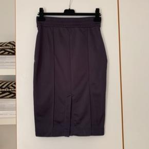 Sælger denne nederdel fra Acne Studios☺️
