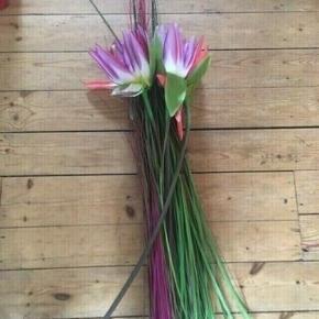 Kunstige blomster  -fast pris -køb 4 annoncer og den billigste er gratis - kan afhentes på Mimersgade 111 - sender gerne hvis du betaler Porto - mødes ikke andre steder - bytter ikke